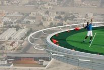 The-Worlds-Highest-Tennis-Court-on-the-top-of-Burj-Al-Arab-in_1