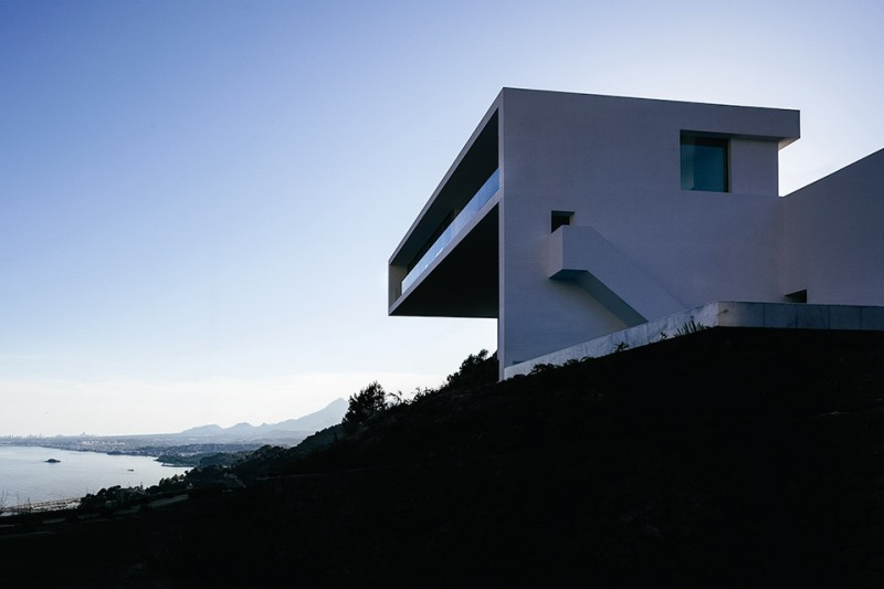 house-on-the-cliff-1
