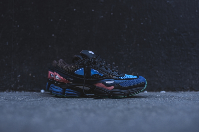 Raf_Simons_x_Adidas_Ozwego_II_-_Navy_Blue_1