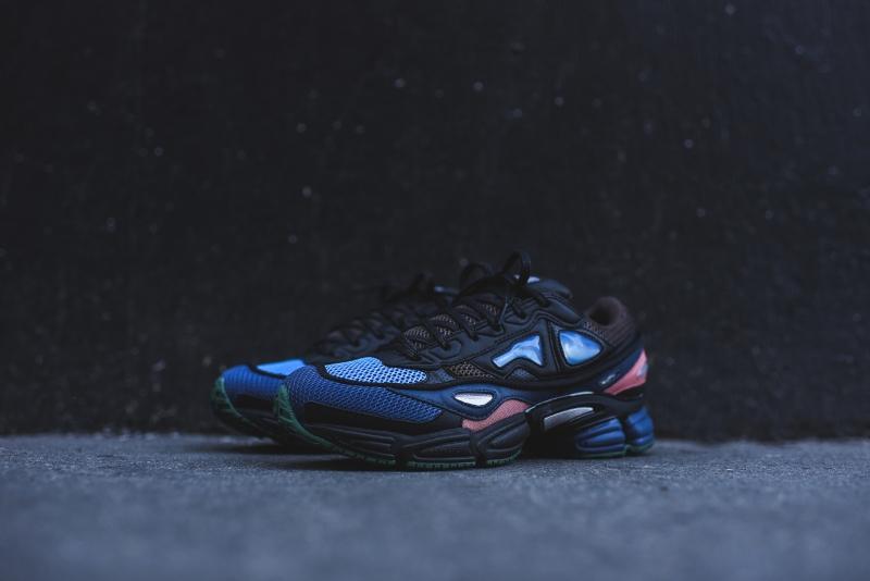 Raf_Simons_x_Adidas_Ozwego_II_-_Navy_Blue_3