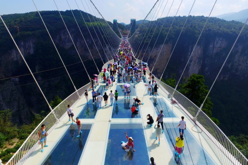 the-zhangjiajie-glass-bridge-opens-1