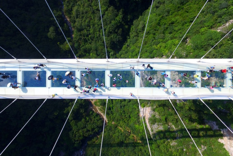 the-zhangjiajie-glass-bridge-opens-2