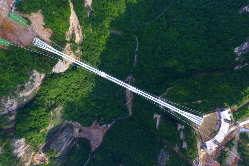 the-zhangjiajie-glass-bridge-opens-4